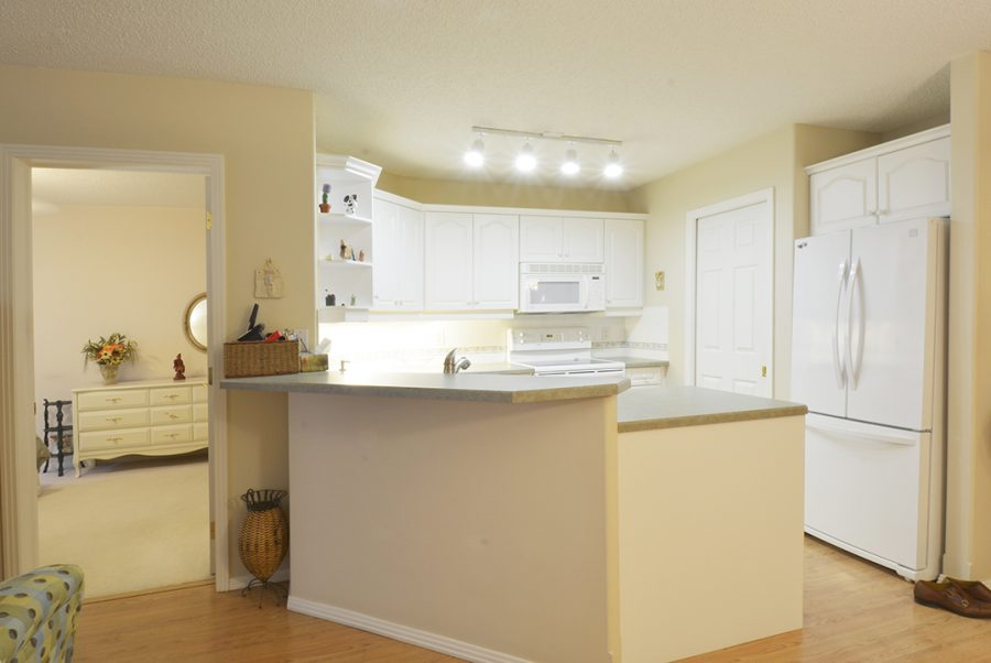 122-9730-174-street-kitchen2