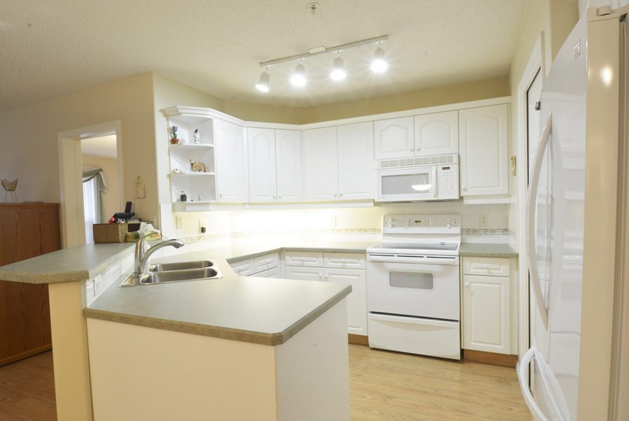 122-9730-174-street-kitchen3