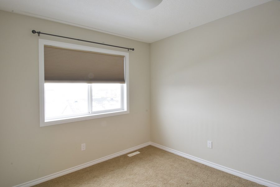 9810-105-avenue-bedroom2