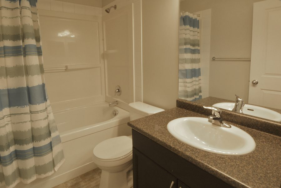 9810-105-avenue-second-floor-bath