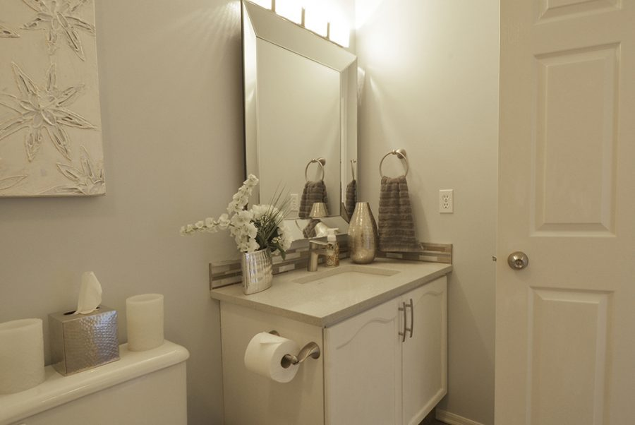 13-Oakmont-Drive-Main-Floor-Bathroom
