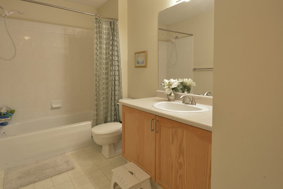 13-Oakmont-Drive-Upstairs-Bath