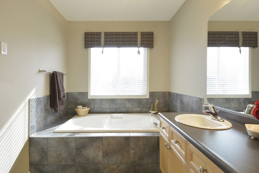 10 English Way Master Ensuite2