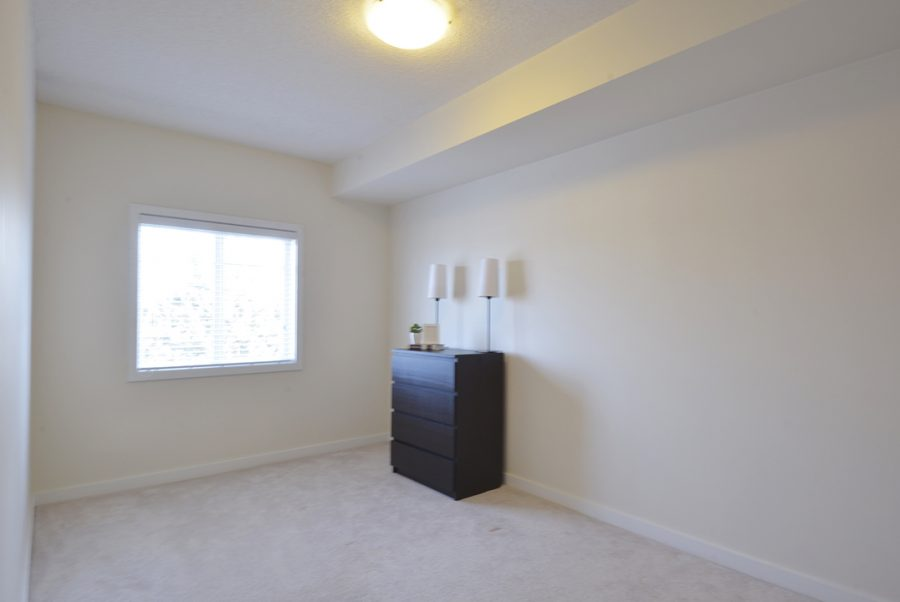 309 5 Gate Ave Bedroom2-2