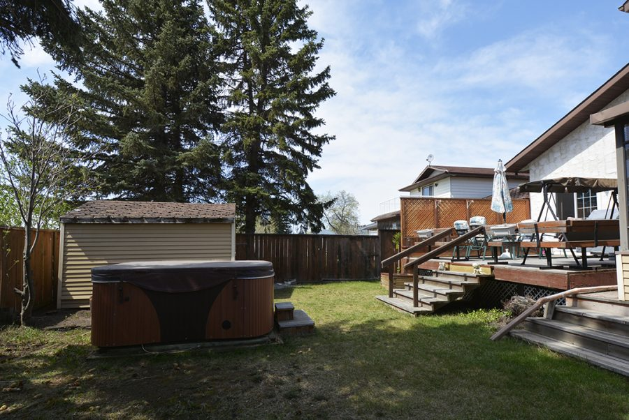 10207 95 Morinville Backyard1
