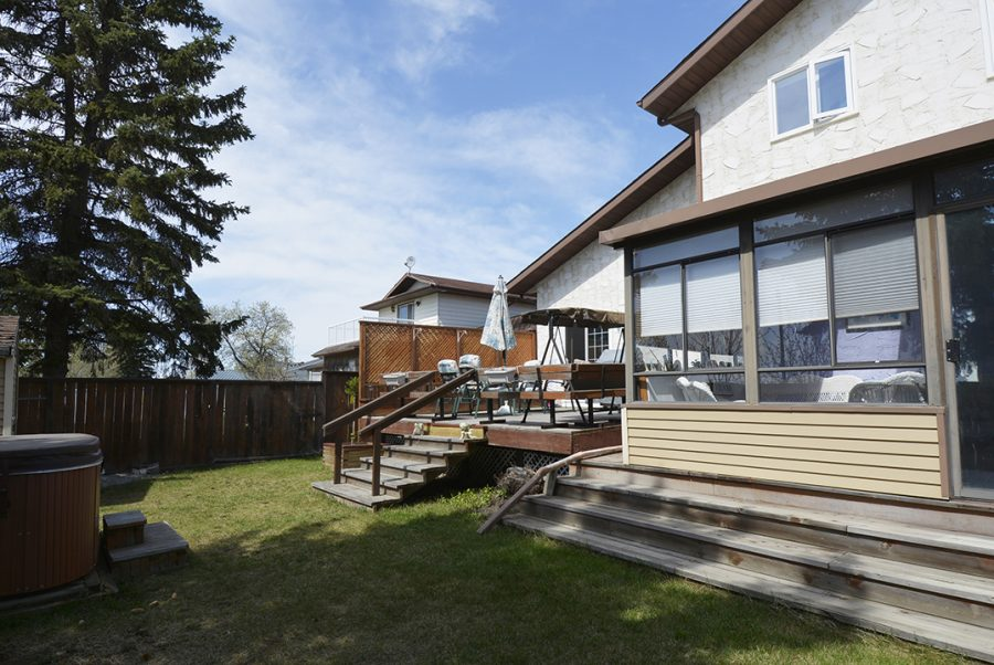 10207 95 Morinville Backyard2