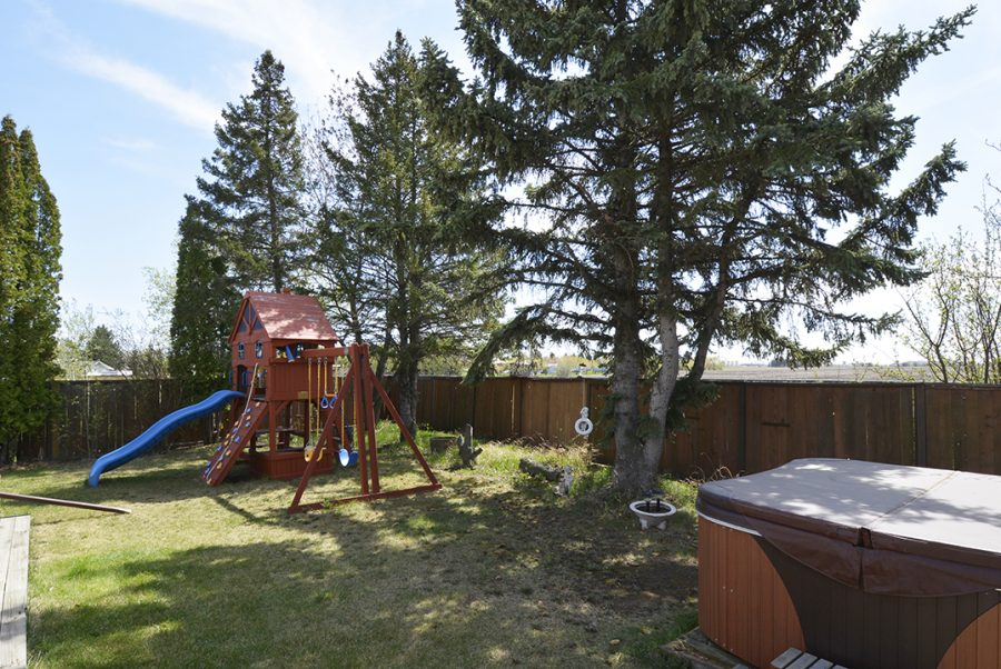 10207 95 Morinville Backyard3