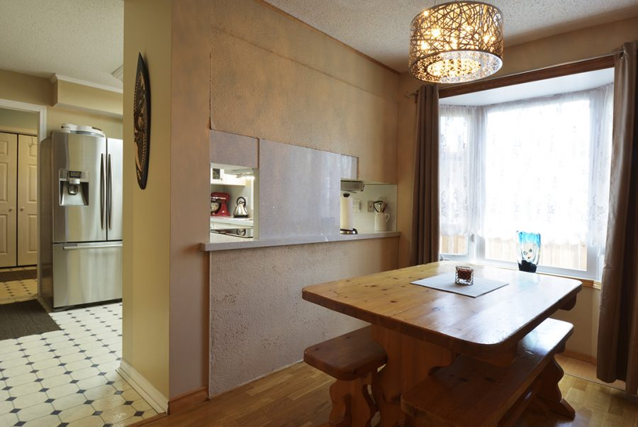 10207 95 Morinville Dining Nook