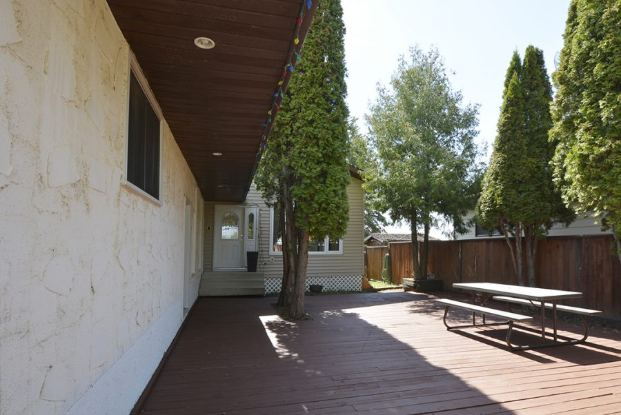 10207 95 Morinville Front Deck