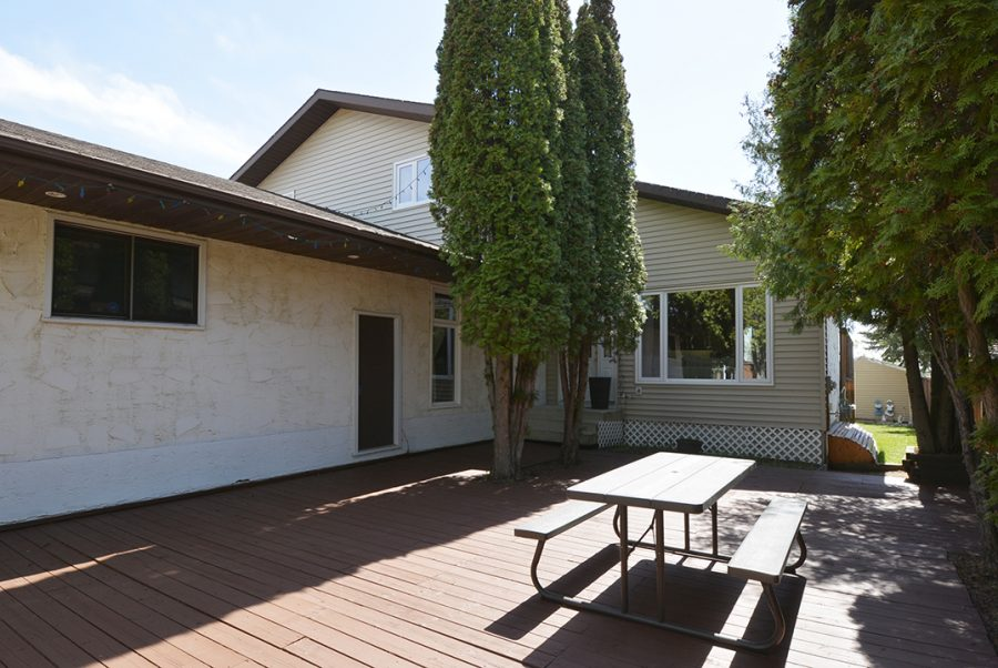 10207 95 Morinville Front Deck2