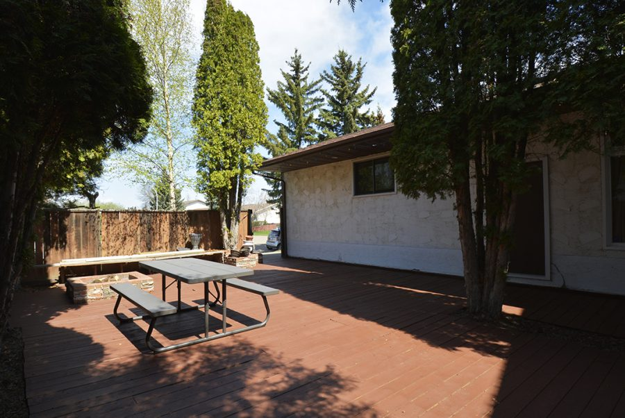 10207 95 Morinville Front Deck3