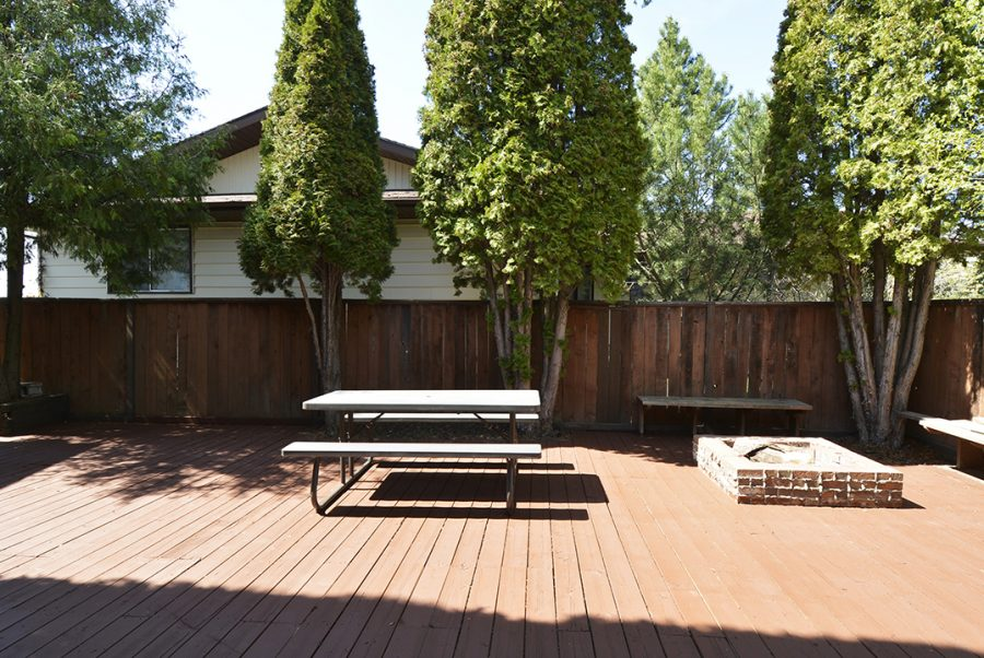 10207 95 Morinville Front Deck4