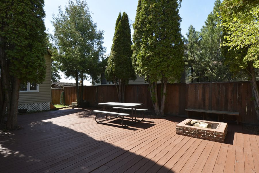 10207 95 Morinville Front Deck5