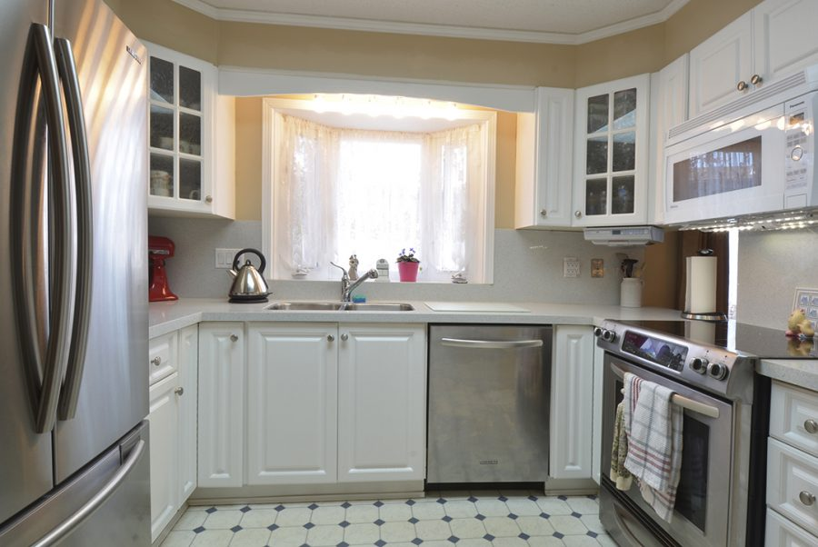 10207 95 Morinville Kitchen1