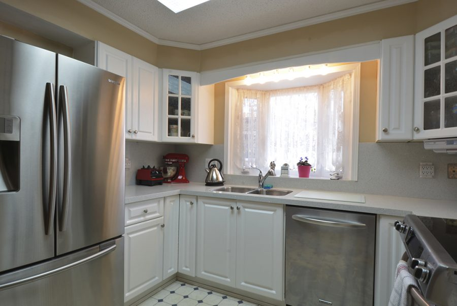 10207 95 Morinville Kitchen2