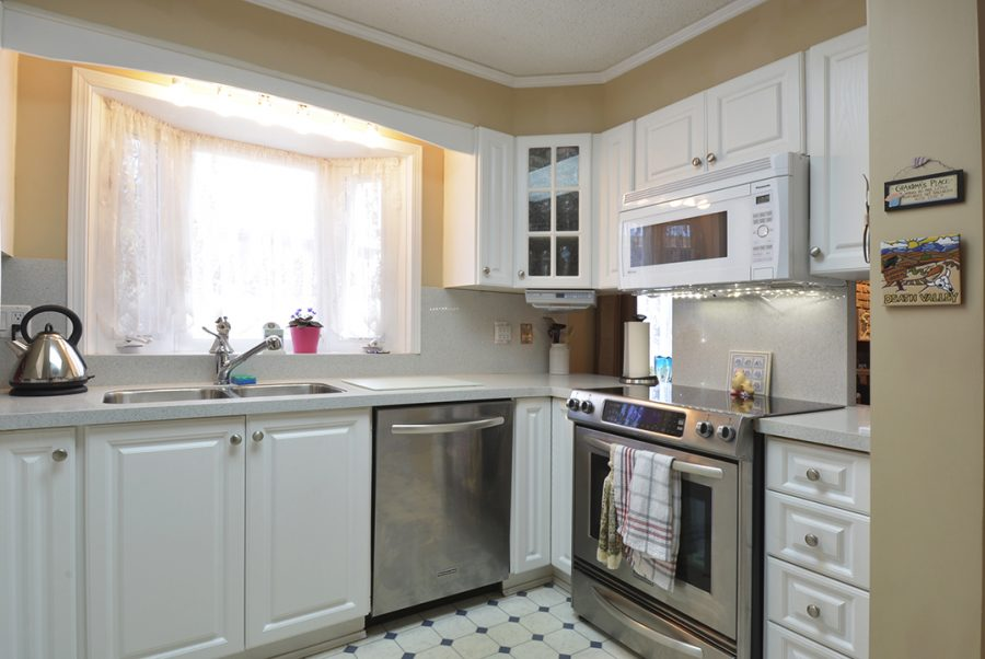 10207 95 Morinville Kitchen3