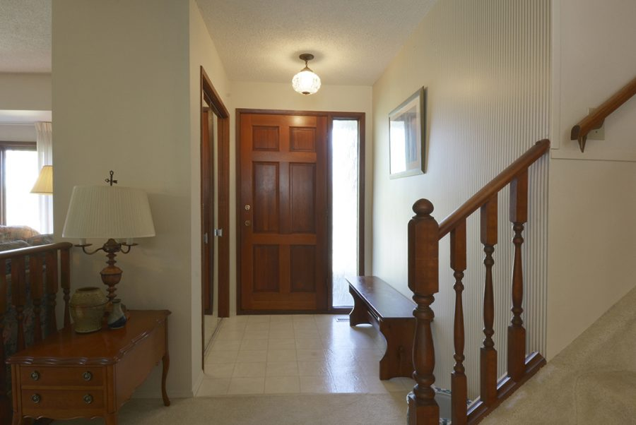 33 Woodcrest Foyer2