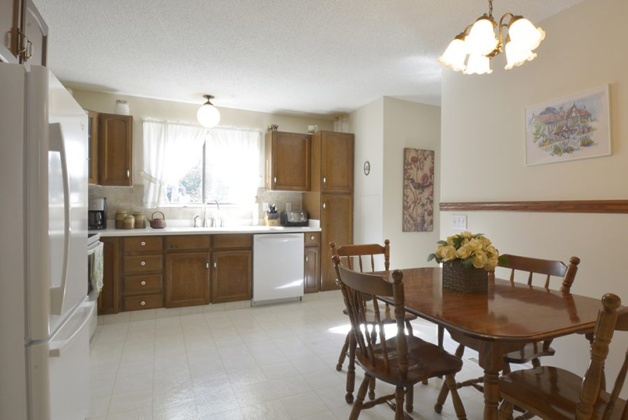 33 Woodcrest Kitchen4