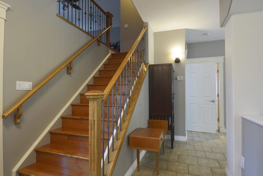 88 Eastcott Drive Front Hall