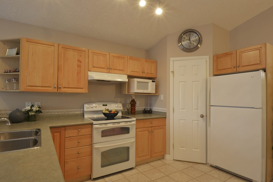 17216 83 Street Kitchen3