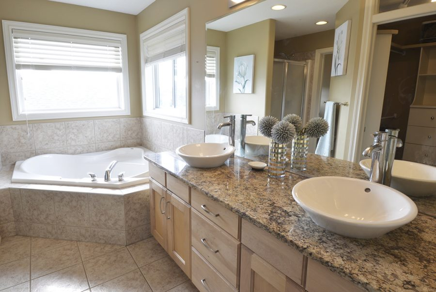 2 Oasis Court Master Ensuite