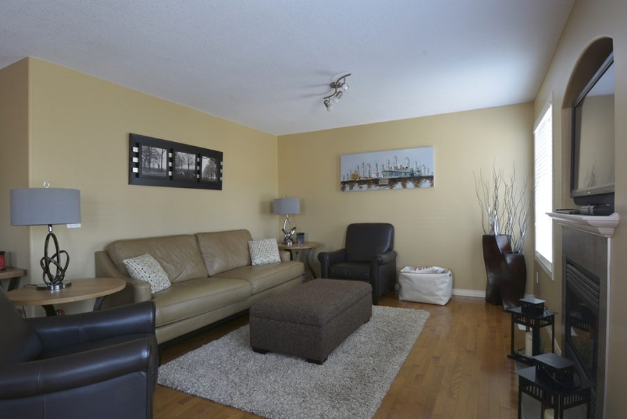 8920 98 Ave Greatroom3